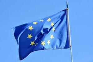Voo cancelado. Bandeira da União Europeia.